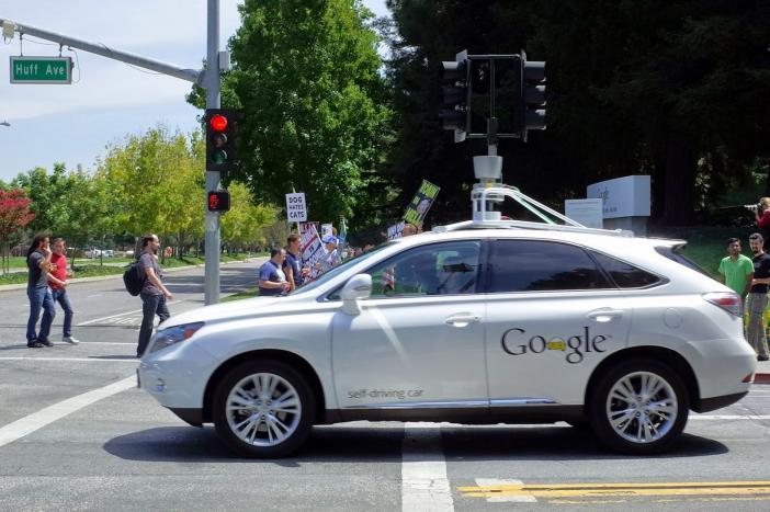 google-va-se-concentrer-sur-le-developpement-des-logiciels-de-voitures-autonomes